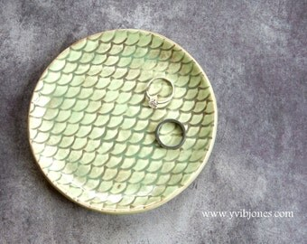 Mermaid Scale Ring Holder Jewelry Dish Small Snack Plate Sea Glass Mint Ceramic Tea Bag Holder Beach Themed Wedding Home Decor Spoon Rest