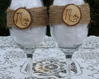 Rustic Wine Glasses, Mr and Mrs Wine Glasses, Rustic Wedding, Burlap Wedding, Log Slice Wine Glasses, Toasting Glasses, Wedding Gift