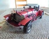 Vintage Model American Luxury Automobile - 1930s Classic Replica of a Packard Motor Car - Nostalgic Miniature Toy Model