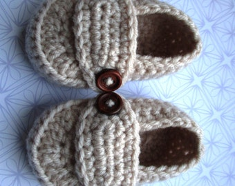Crochet baby loafer shoes; knit baby shoes; baby boy loafers; gender neutral; stone button loafers; 0-3 month size; ready to ship, uk seller