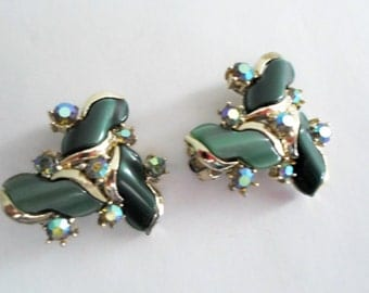Retro Green Lucite Thermoset and Aurora Borealous Rhinestone Gold Tone Clip On Earrings Jewelry Collectible