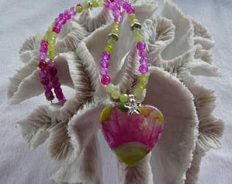 20 Inch Lime and Pink Agate Heart Necklace with Earrings