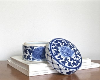 Vintage Blue White Ceramic Box Round Lidded Container Chinese Asian Chinoiserie Chic Decor