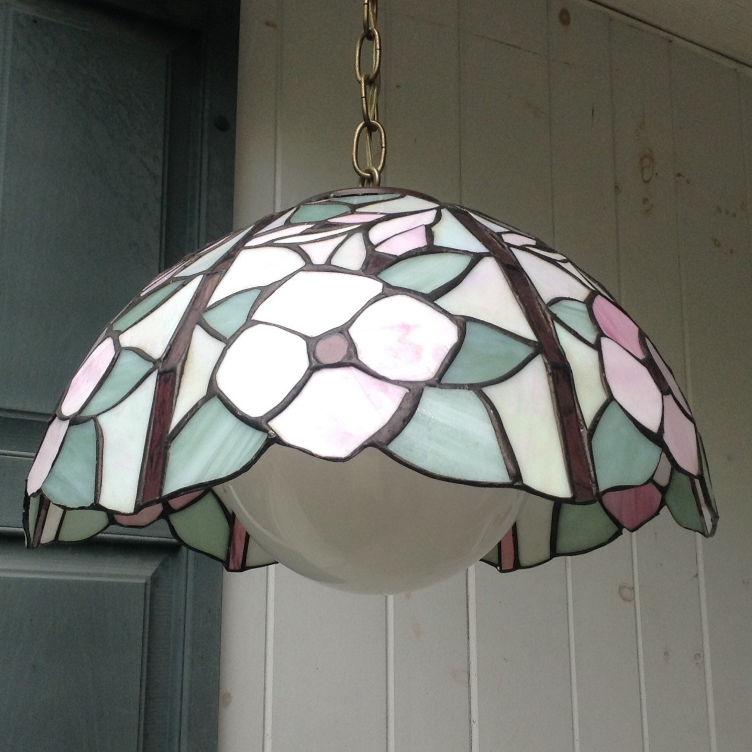 tiffany style stained glass hanging light fixture w glass. Black Bedroom Furniture Sets. Home Design Ideas