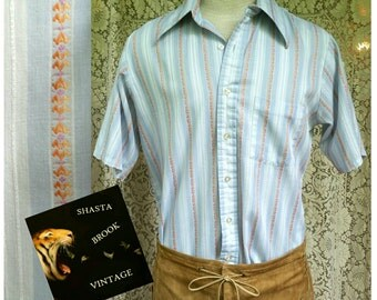 SALE. Mens Small 70s Baby Blue Peach Striped Buttondown Shirt - Mens Short Sleeved Collared Top - Wrinkle Resistant - Penneys Towncraft