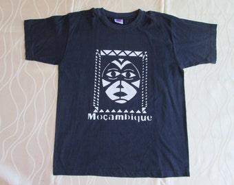 Handmade dark Blue t shirt for men and women/ T shirt du Mozambique/ t-shirt van Mozambique/ T-Shirt aus Mosambik/ Gift