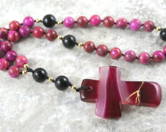 Anglican rosary in fuscia crazy lace agate with a kintsugi (kintsukuroi) magenta and white banded agate cross with gold repair - OOAK