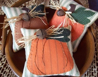 Country Pumpkins Bowl Filler Pillow Tucks