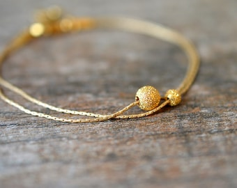 Delicate bracelet Minimalist gold bracelet Thin gold chain bracelet Layered bracelet Dainty stardust bead bracelet Everyday simple jewelry