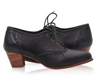 SALE. Sz. 11.5. LACE. Leather oxford shoes / oxford shoes women / leather oxfords women / leather booties / womens oxfords / oxfords heels