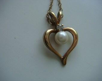 Dainty Heart Pendant w Pearl