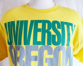 go UO ducks vintage 90's University of Oregon yellow graphic t-shirt green grey black spellout logo varsity ncaa sports crew neck tee large