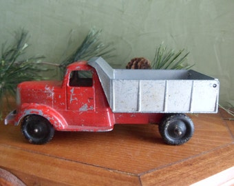 Tootsie Toy 1947 L Model Mack Dump Truck Mint Condition   (T)