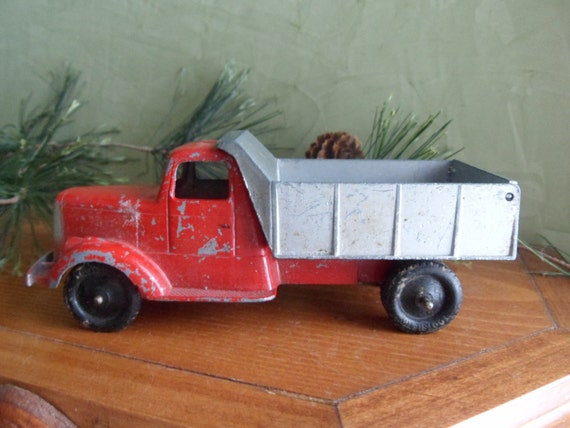 Tootsie Toy 1947 L Model Mack Dump Truck Mint Condition T