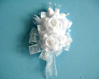 Corsage for women, White wearable corsage, Bridal shower corsage, Anniversary corsage, Prom corsage, Floral corsage, Floral gift bow (W126)