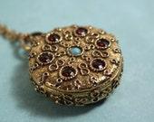 """Goldette Gold Tone """"Pocket Watch"""" shaped Locket - Vintage 1950s"""