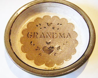 """Vintage Stoneware Pottery """"Grandma"""" Pie Plate Casserole Dish Signed By Artist Absolutely Wonderful"""