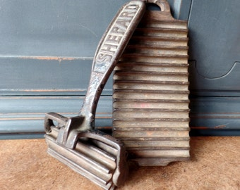 Vintage Fluting Ruffle Iron Tool, Shepard, Fabric, Cast Iron, Seamstress, Collectibles