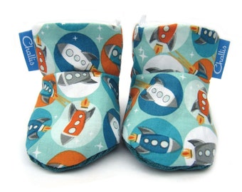 Fleece Lined Booties / Fabric Baby Booties / Space Rockets / Baby Boy Gift / Baby Boots / Stay on Booties / Warm Booties / Retro Print