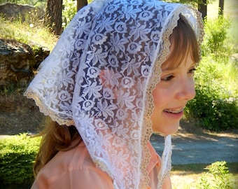 Small White Lace Mantilla , PO# Zw01
