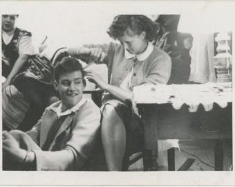 Hair Stylist, 1940s-50s Vintage Photo Snapshot [64454]