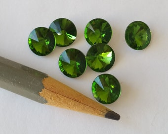 7 Rivoli crystal rhinestones 8mm green
