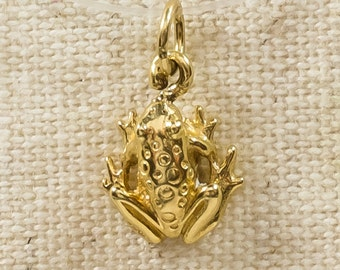 Lightweight Simple 14K Yellow Gold Amphibious Detailed Textured Frog Toad Pendant Charm - 0.8 grams FREE SHIPPING!