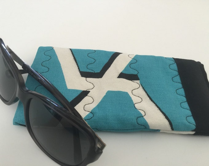 Pinch Open Sunglass Case, Padded Glasses Case, Easy Open/Close Sunglasses Case, Blue