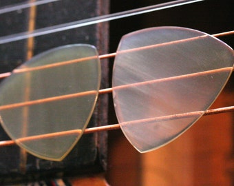 Set of 2 Buffalo Horn Picks - 1mm Traditional Tri Shape - Beautiful Feel & Sound - Acoustic Guitar, Mandolin, Ukulele