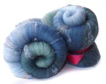 Spinning batts - 21 micron Merino wool - Tussah Silk - Silk noil - Blue - Duck Egg - 100g - 3.5oz - MOTH