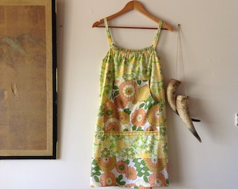 Women's Into The Garden Retro Floral Print Dress.Size 10 to 14.