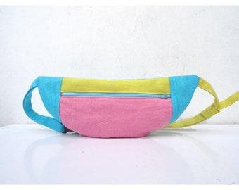 Pink, bleu and yellow graphic bumbag