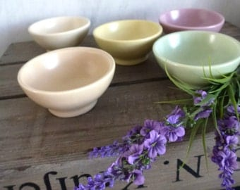 pastel bowl set- pink green yellow small bowls- 50s kitchen- table decoration serving