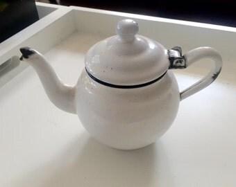 Vintage white  enamel teapot, Cream Teapot shabby chic, Retro kitchen decoration, Collectible teapot, farmhouse, Enamelware kitchen decor