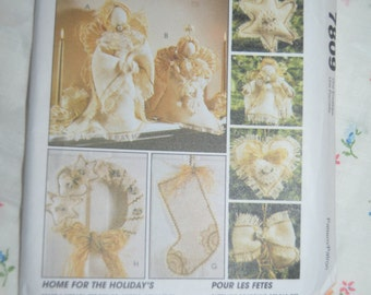 McCalls Crafts 7809 Burlap Christmas  Sewing Pattern - UNCUT