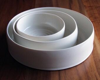 Nesting set of cylindrical bowls