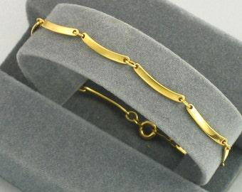 Vintage AVON Scalloped Casual Bracelet (1978). Avon Bracelet. Scallop Bracelet. Vintage Avon Jewelry. 2 sizes available