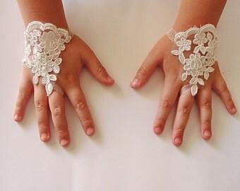 Flower girl fingerless gloves, Toddler Wrist Gloves, Wedding Flower Girls Lace Fingerless Gloves