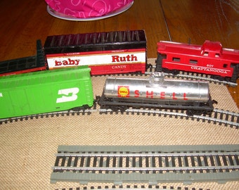 Vintage toy Tyco train set with 5 cars and track partial set