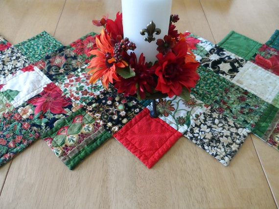 Christmas zig zag table runner quilted patchwork by SusansPassion