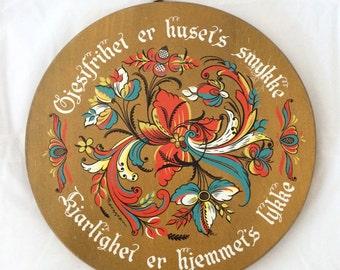 MidCentury Berggren Scandinavian Folk Art Wall Plaque, Round wood Swedish Wall plaque, Berrgren Trayner collectible 1960s