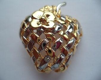 Vintage  Unsigned Small Silvertone/Goldtone Lattice Strawberry Brooch/Pin