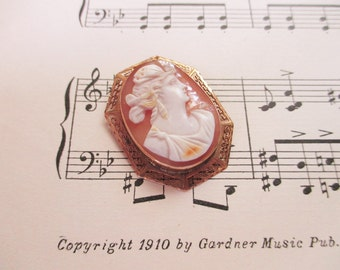 Vintage, 1940's 10kt cameo pendant - Awesome piece - Estate find!