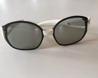 "60s MOD Sunglasses - Op Art Designer ""Cool Ray"" Sunglasses - Black and White Frames"