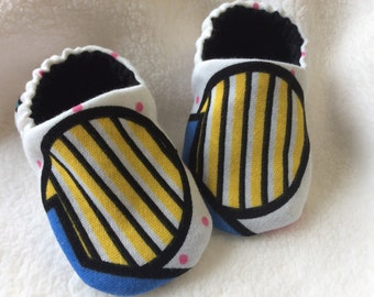 Snuggly Little Geometric Print Knit Baby Crib Shoes Booties
