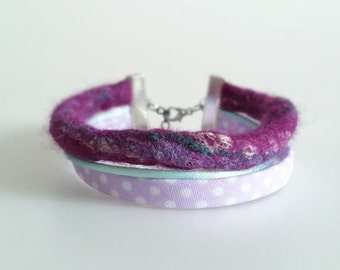 Hand felted bracelet with merino wool and silk - Violet
