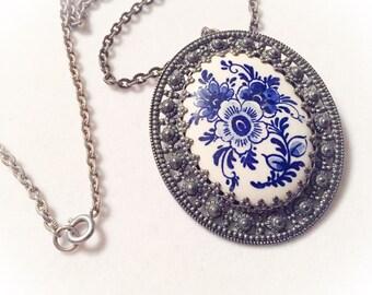 Vintage Delft pendant, delft, blue, blue pendant, dutch silvertone, dutch pendant, floral delft pendant, porcelain pendant, delft brooch