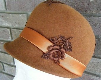 Vintage Womens Felt Hat Cloche Style Brown Flower Applique Doris Designed