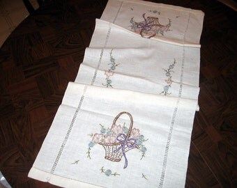 """Vintage Table Runner White w/Baskets & Flowers Embroidered 38""""x16"""" Nice Piece"""