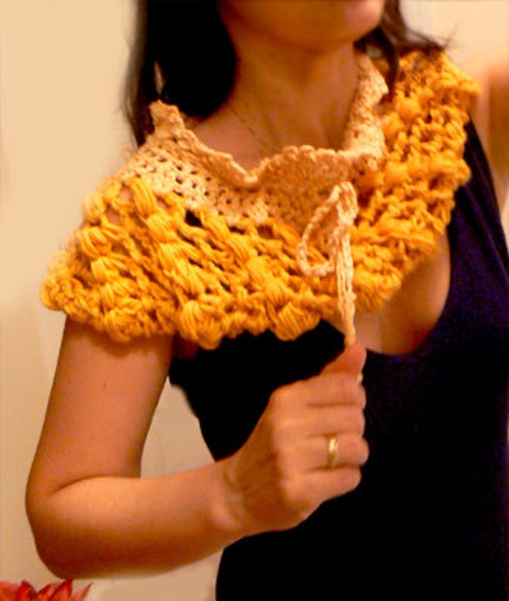 Goldy locks crochet cowl. Alpaca crochet infinity scarf. Gold yellow crochet cowl. Boho winter scarf. Women winter texture scarf.